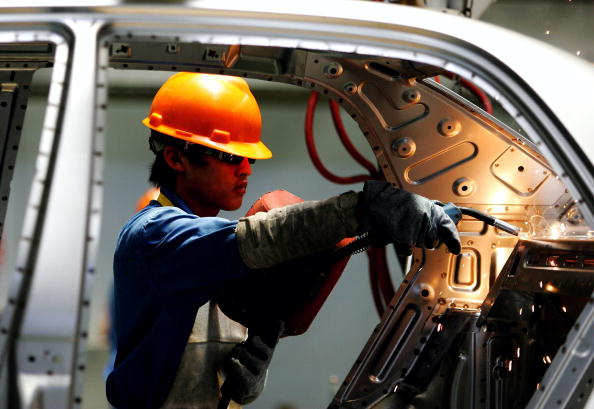 Hardhat「Labourers Work At  Zhejiang Geely Automobile Co. Auto Factory In Ningbo」:写真・画像(17)[壁紙.com]