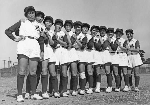 In A Row「Women's Baseball」:写真・画像(2)[壁紙.com]