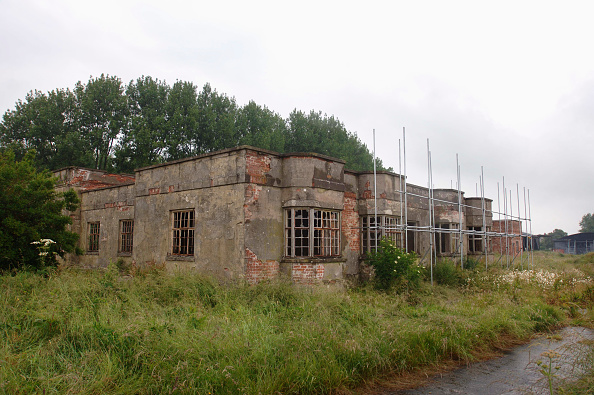 Grass Family「Derelict buildings at RAF Yatesbury Wiltshire UK which may be converted into a prison」:写真・画像(11)[壁紙.com]