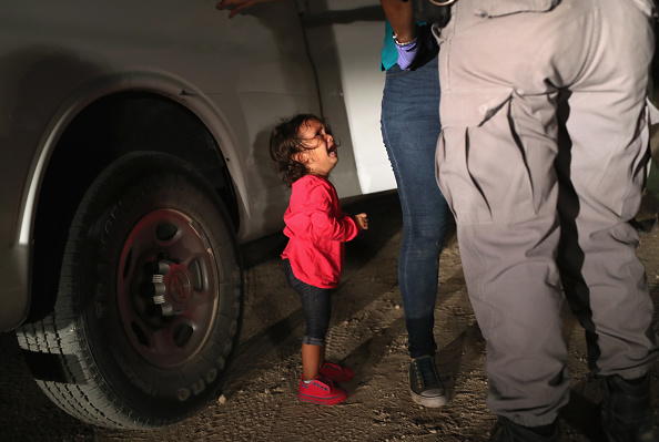 Girls「Border Patrol Agents Detain Migrants Near US-Mexico Border」:写真・画像(13)[壁紙.com]