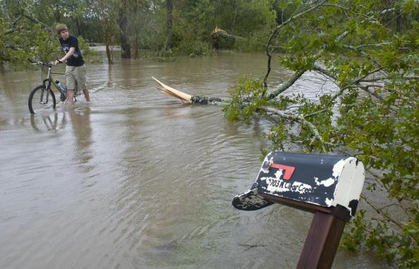 Hurricane Ike「Texas Gulf Coast Cleans Up After Hurricane Ike」:写真・画像(12)[壁紙.com]
