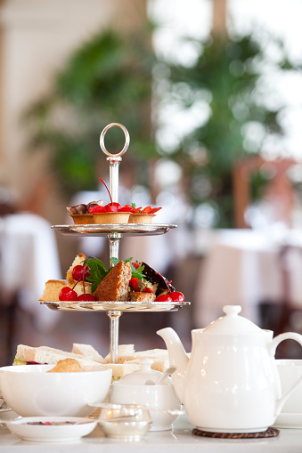 Teapot「Tea and bread set at a table in a restaurant」:スマホ壁紙(10)
