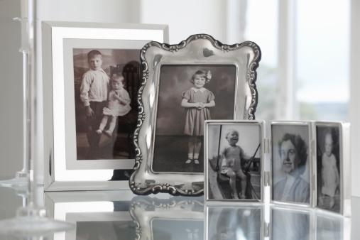 Family Tree「group of vintage framed family photographs」:スマホ壁紙(14)