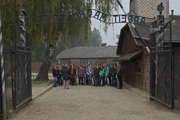 Young Men「Auschwitz-Birkenau Memorial And Museum」:写真・画像(7)[壁紙.com]