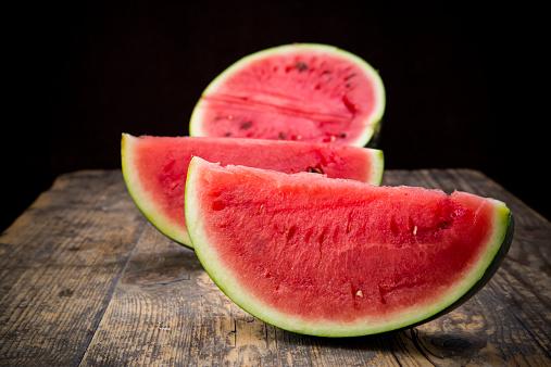 スイカ「Sliced watermelon」:スマホ壁紙(9)