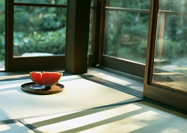Sliced watermelon in Japanese room:スマホ壁紙(壁紙.com)