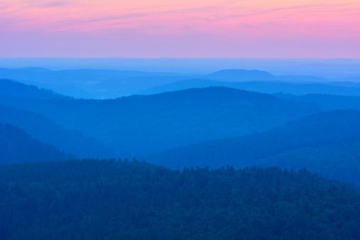 紫「Dawn Ridges in the Evening」:スマホ壁紙(15)
