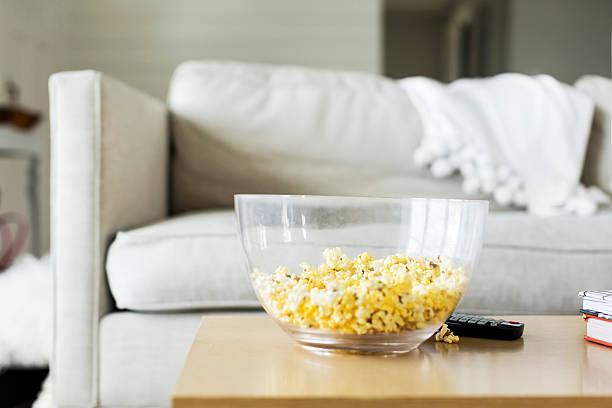 USA, Utah, Farmington, Popcorn on table:スマホ壁紙(壁紙.com)