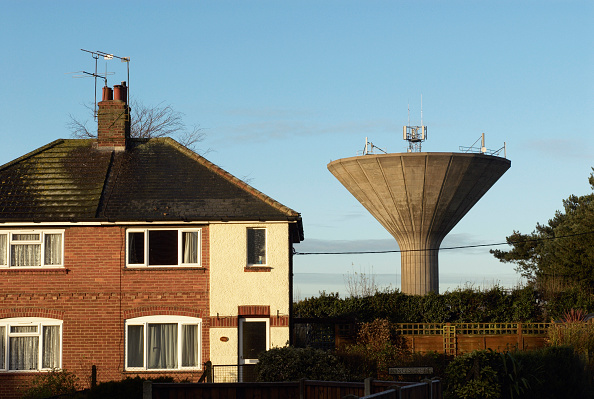 Wireless Technology「Mushroom shaped water tower now used as mobile phone mast, Swaffham, Norfolk, UK」:写真・画像(18)[壁紙.com]
