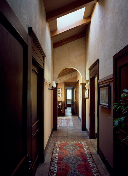 Rug「View of a rug in a long corridor」:写真・画像(15)[壁紙.com]