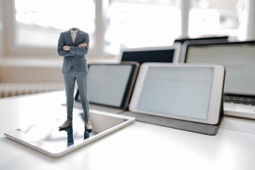 Nerd「Headless businessman figurine standing on digital tablet on a desk」:スマホ壁紙(12)