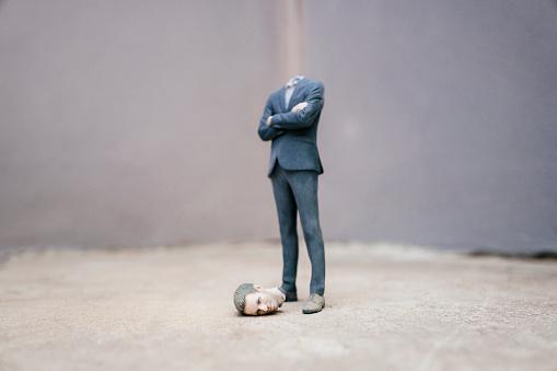 Nerd「Headless businessman figurine standing on cocrete」:スマホ壁紙(8)