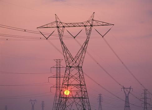 Montérégie「Transmission towers at sunset」:スマホ壁紙(17)