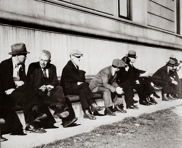 Crisis「Unemployed Men Sitting Outside The Public Library San Francisco California USA February 1937」:写真・画像(7)[壁紙.com]