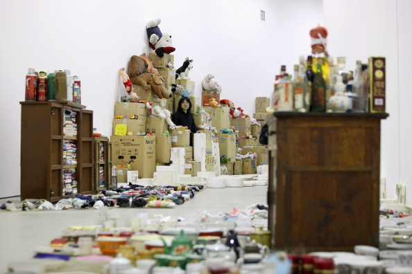 Barbican Art Gallery「Artist Song Dong Unveils His Installation Of Thousands Of Everyday Objects His Mother Collected Over 50 Years」:写真・画像(15)[壁紙.com]