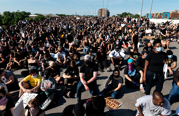 Crowd「Protests Continue Over Death Of George Floyd, Killed In Police Custody In Minneapolis」:写真・画像(13)[壁紙.com]