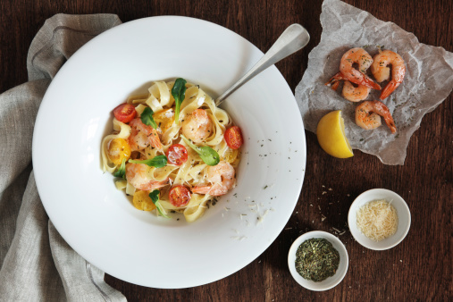 Prawn - Seafood「Fettuccine with shrimps, cherry tomatoes and cheese」:スマホ壁紙(10)