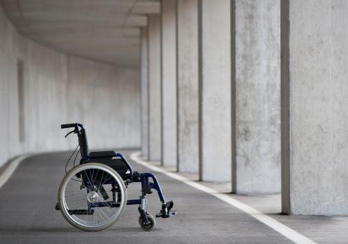 Pole「Austria, Empty wheelchair at Subway」:スマホ壁紙(12)
