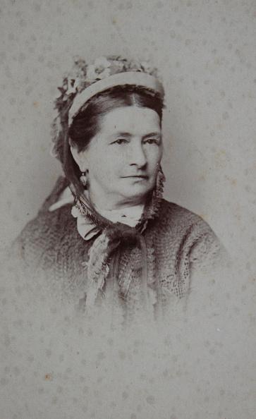 1900「Auguste Opitz. Lady With Flower-Decked Hood. Half Length Portrait. Carte-De-Visite Photograph By Franz Hanfstaengl. Munich.」:写真・画像(14)[壁紙.com]