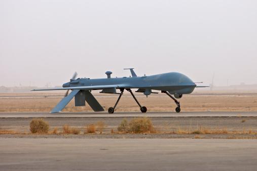 Animals Hunting「A MQ-1 Predator unmanned aerial vehicle taxiing at COB Speicher, Tikrit, Iraq, during Operation Iraqi Freedom.」:スマホ壁紙(17)