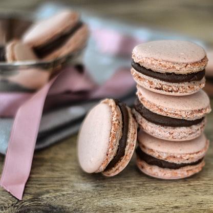 チョコレート「Stack of pink Macaroons with chocolate filling」:スマホ壁紙(16)