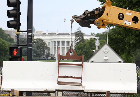 Fence「Fencing Around White House Installed During Ongoing Protests Removed」:写真・画像(10)[壁紙.com]