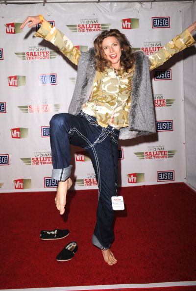 "Barefoot「The USO Presents ""VH1 Divas Salute The Troops"" - Media Room」:写真・画像(15)[壁紙.com]"