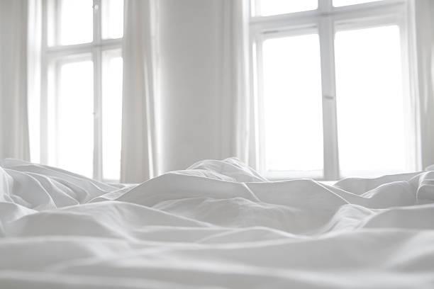 White bed linen:スマホ壁紙(壁紙.com)