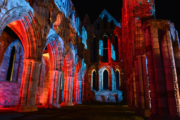 Spooky「Whitby Abbey Illuminated During The Most Spooky Of Weeks」:写真・画像(12)[壁紙.com]