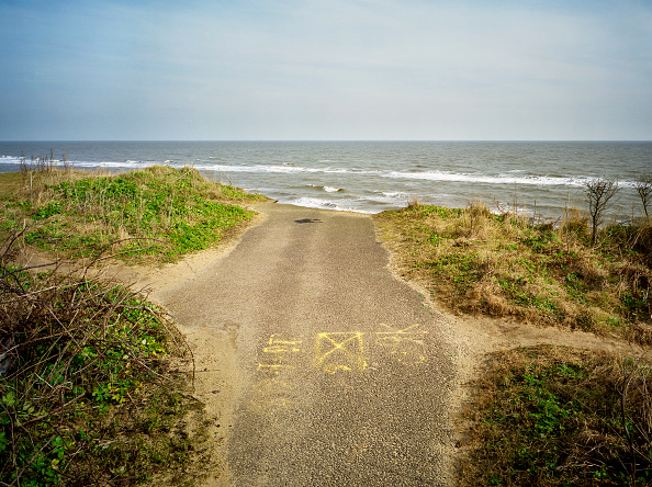 横位置「Collapsed Road, Covehithe Cliffs, Suffolk」:写真・画像(7)[壁紙.com]
