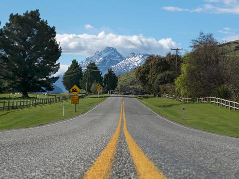 雪「The Glenorchy-Queenstown  Road leading to the mountains.」:スマホ壁紙(11)
