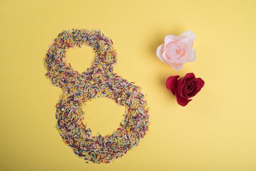 数字の8「Number eight made from hundreds and thousands with flower decoration」:スマホ壁紙(16)