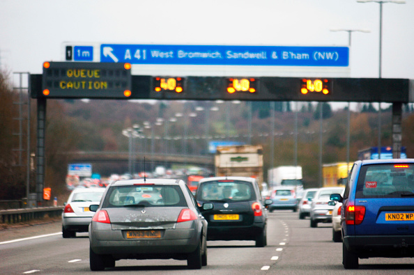 Multiple Lane Highway「Variable message gantry on motorway, UK」:写真・画像(4)[壁紙.com]