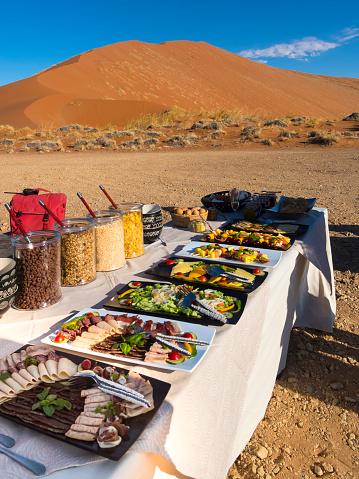 Buffet「Namibia, Hardap, breakfast buffet on table in desert」:スマホ壁紙(9)