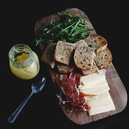 Prosciutto「Breakfast board with bread, cheese, rocket leaves, prosciutto and a yogurt」:スマホ壁紙(13)