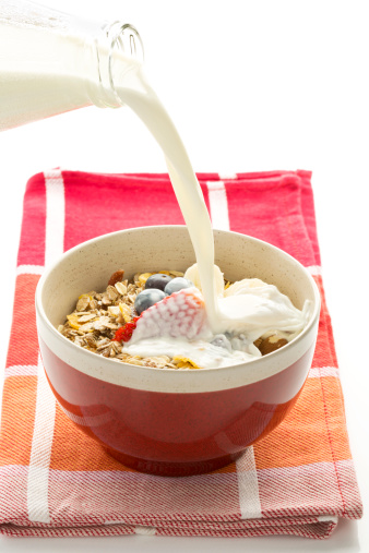 Granola「Breakfast bowl of cereals with blueberry, strawberry, milk and yogurt」:スマホ壁紙(19)