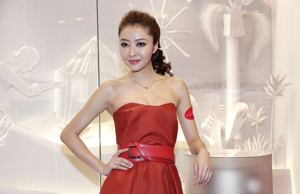 Necklace「Clarins Store Opening Hong Kong」:写真・画像(14)[壁紙.com]