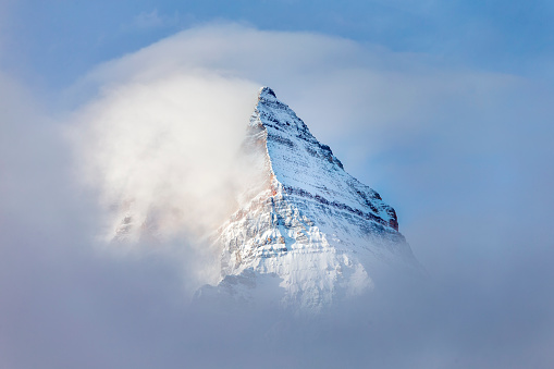 Surrounding「Pyramid Shaped Mount Assiniboine in the Fog」:スマホ壁紙(1)
