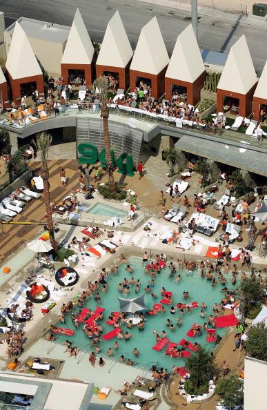 Palms Casino Resort「Camp Freddy Plays The Palms Pool Opening Party」:写真・画像(2)[壁紙.com]