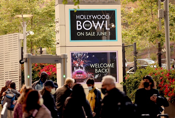 Hollywood - California「The Hollywood Bowl Reopens With A Concert For Healthcare Workers, First Responders And Essential Workers」:写真・画像(2)[壁紙.com]