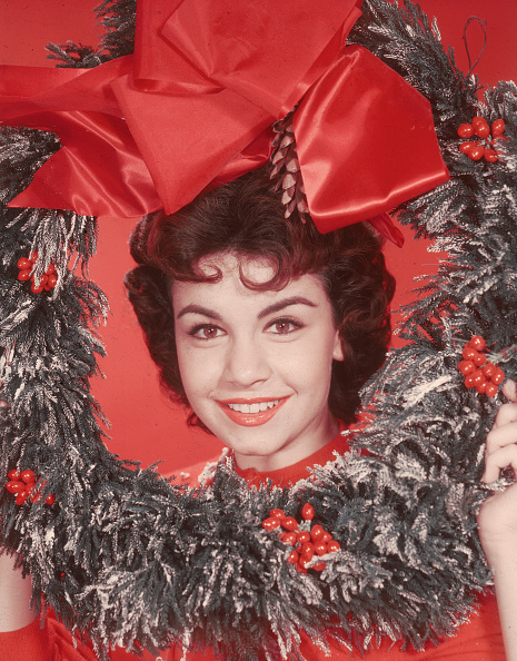 Christmas「Annette Funicello With Christmas Wreath」:写真・画像(8)[壁紙.com]