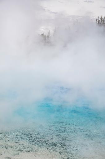 透明「Excelsior Geyser emits steam on a cold spring day」:スマホ壁紙(18)