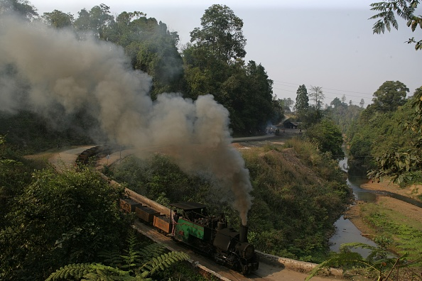 Rake「A scene at Tipong Colliery Assam on Saturday 31st March 2007 with ex Darjeeling Himalayan Railway 600mm gauge 0-4-0ST No 789 heading a rake of loaded coal tubs.」:写真・画像(13)[壁紙.com]