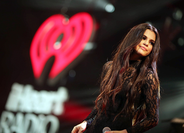 Selena Gomez「102.7 KIIS FM's Jingle Ball - Show」:写真・画像(1)[壁紙.com]