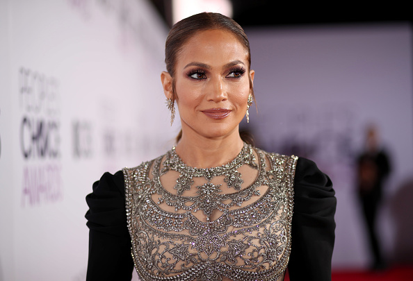 Jennifer Lopez「People's Choice Awards 2017 - Red Carpet」:写真・画像(17)[壁紙.com]