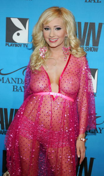 シースルー素材「The AVN Awards At Mandalay Bay - Arrivals」:写真・画像(3)[壁紙.com]