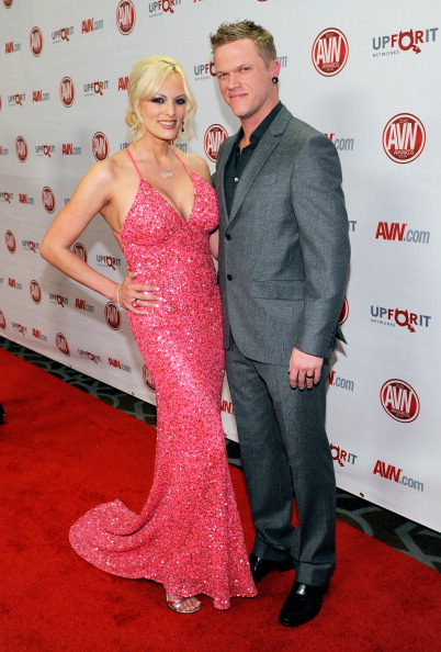 Husband「Adult Video News Awards At The Hard Rock - Arrivals」:写真・画像(7)[壁紙.com]