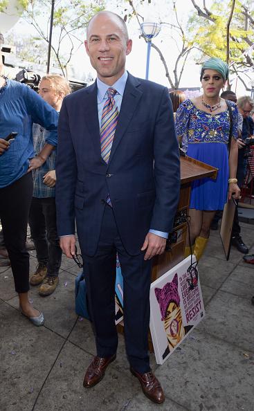 背景に人「Stormy Daniels Receives A City Proclamation And Key To The City Of West Hollywood」:写真・画像(19)[壁紙.com]