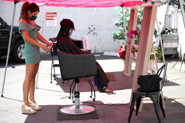 Hairstyle「California Requires Barbershops And Hair Salons To Operate Outdoors Only」:写真・画像(12)[壁紙.com]
