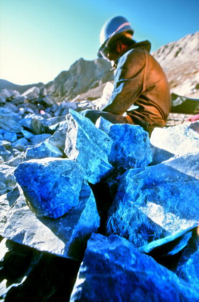 Mineral「Lapislazuli Mine in the Andes of Chile」:写真・画像(12)[壁紙.com]